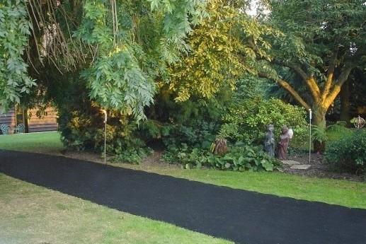 Коврики резиновые ячеистые для покрытия площадок и садовых дорожек
